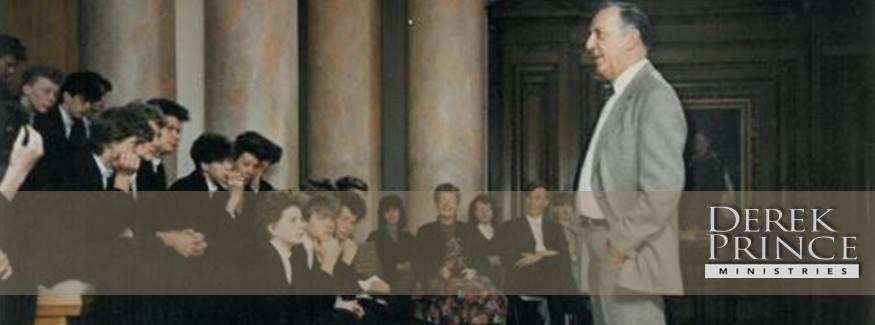 Դերեկը Քեմբրիջի ուսանողների հետ հանդիպման ժամանակ